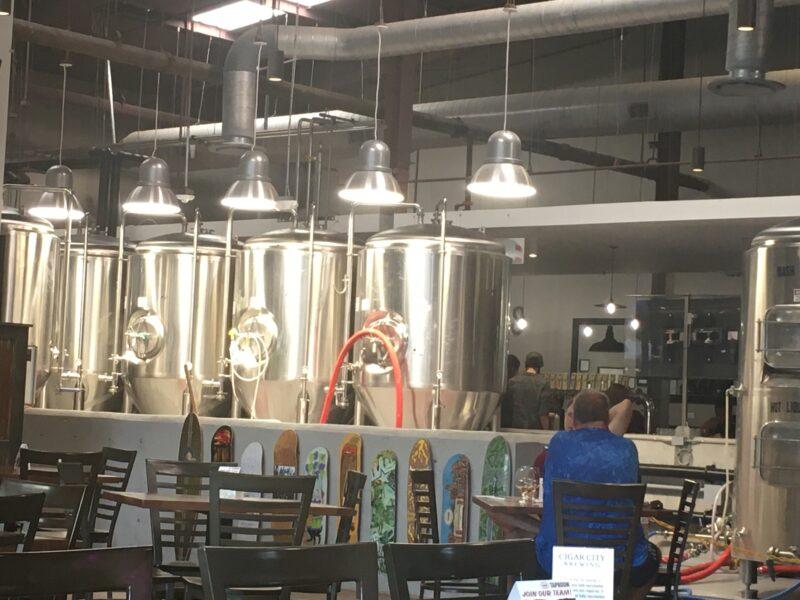レストランの中にあるビール醸造所